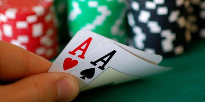 Dasar-dasar Poker Online: Bertindak Seperti Pemenang